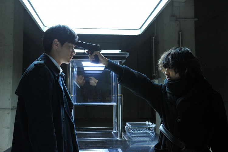 (C)大場つぐみ・小畑健/集英社 (C)2016「DEATH NOTE」FILM PARTNERS