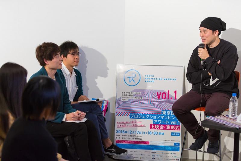 学生からの質問に答える関和亮さん