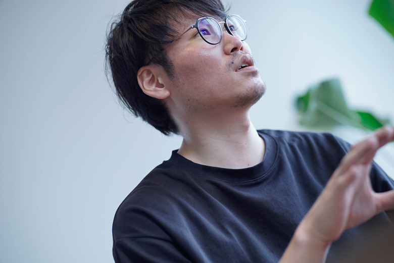 インタビューを受けるBitStar菊地氏