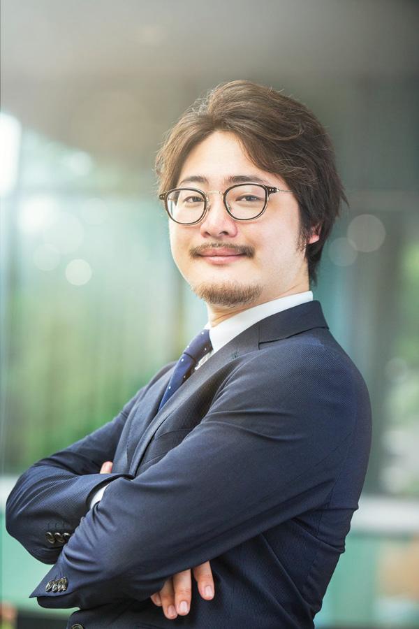 石井遼介氏